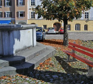 Stadtplatz-Tittmoning-mit-Bank