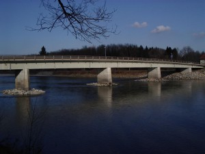 Die bestehende Salzachbrücke bei Tittmoning